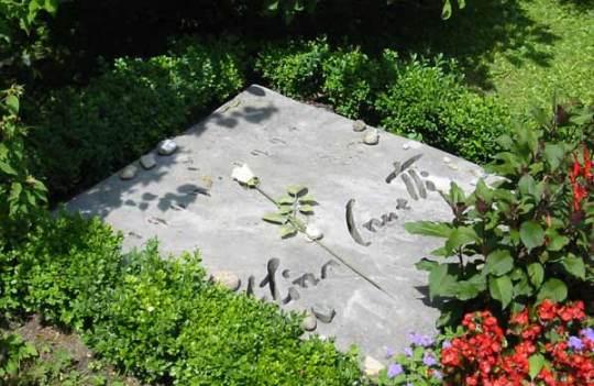 Elias_Canetti_tomb-stone