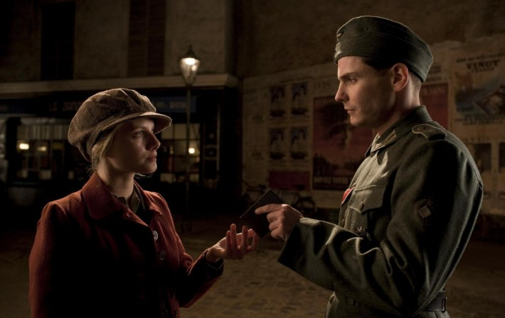 Inglourious-Basterds-Shosanna-s-hero-passport-2