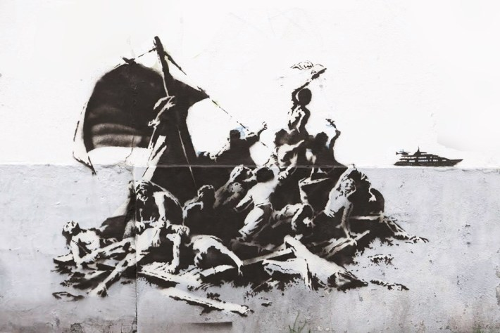 "Graffiti de Banksy inspirado en ""La balsa de la Medusa"" de Theodore Gericault."